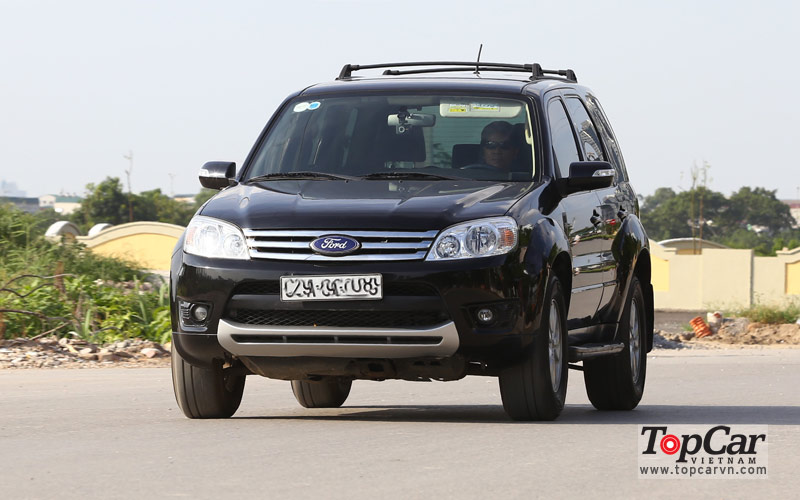 Ford_Escape_XLT_2009_2