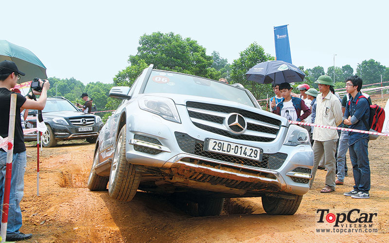 mercedes_offroad_driving_1