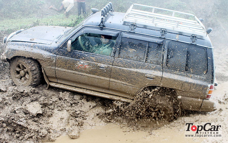 mercedes_offroad_driving_10