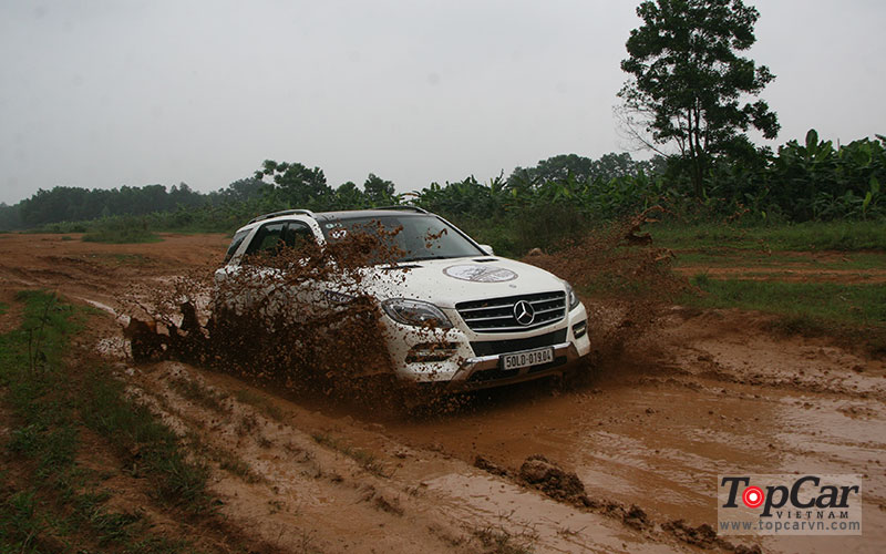 mercedes_offroad_driving_8