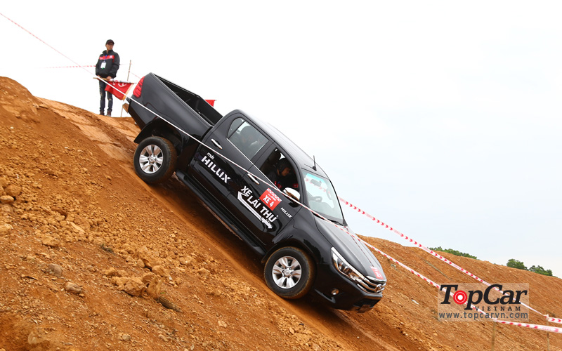 toyota_hilux_2016_offroad_1