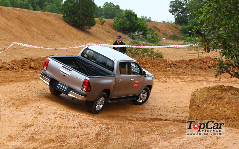 toyota_hilux_2016_offroad_3