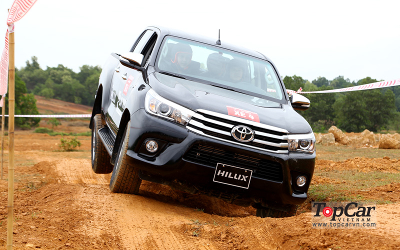 toyota_hilux_2016_offroad_4