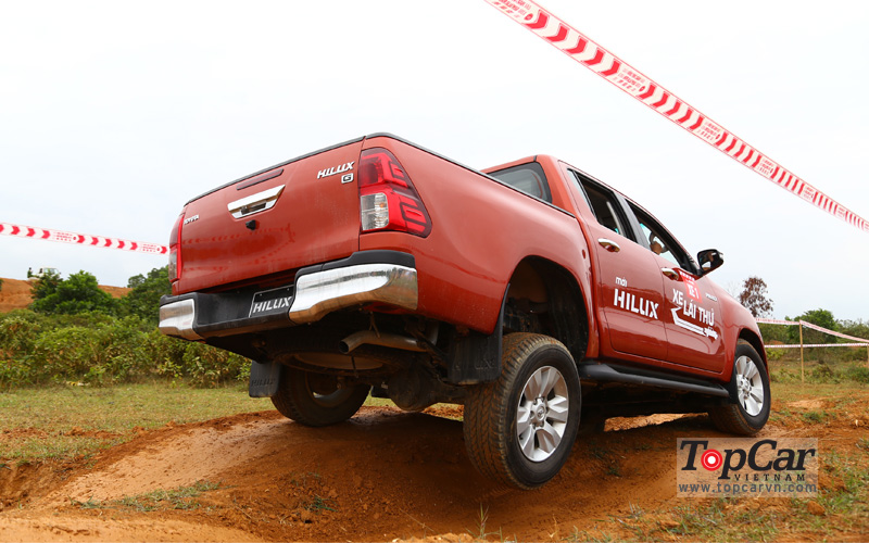 toyota_hilux_2016_offroad_6